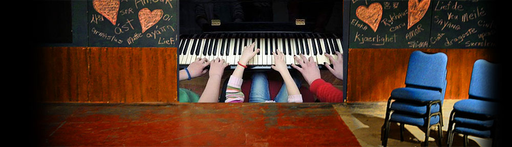 stageheader10pianohands